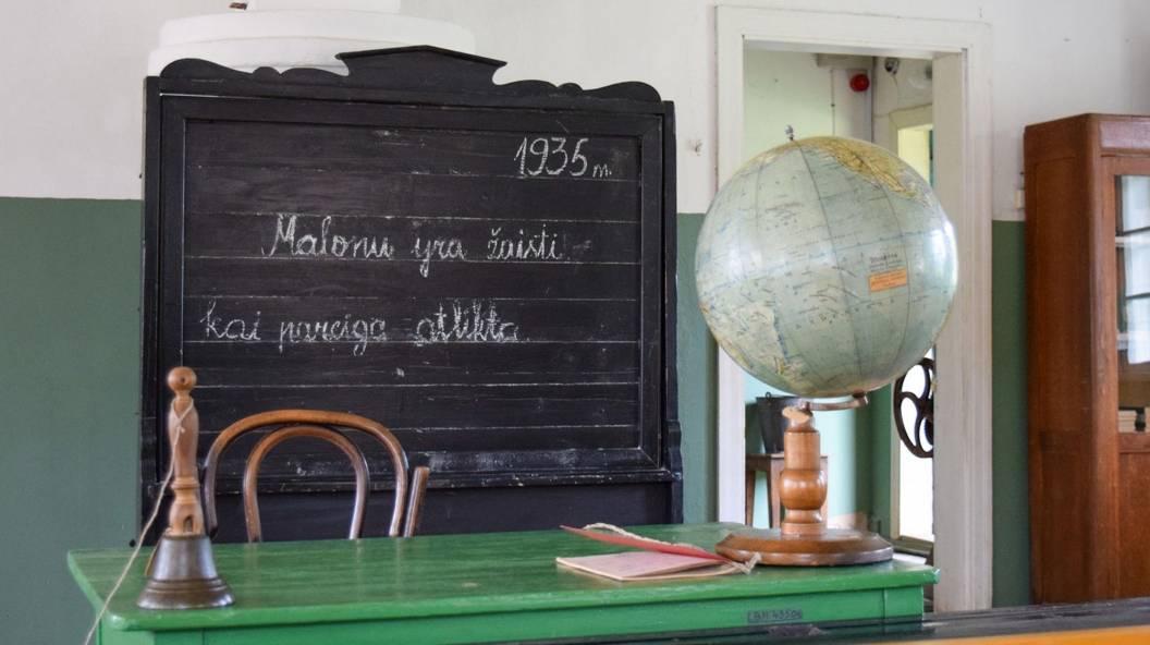 Kelionė po senąsias Lietuvos mokyklas